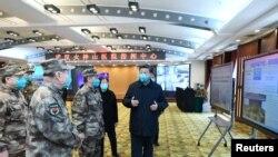 Chủ tịch Tập Cận Bình đến thăm bệnh viện ở Vũ Hán, tâm dịch Covid-19 ở Trung Quốc, vào ngày 10/3/2020.
