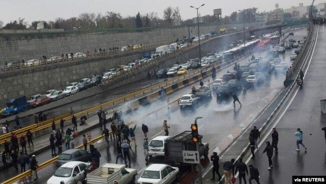 伊朗关闭全国互联网以平息抗议活动