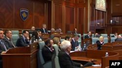 Kosovë: Parlamenti nuk miraton fillimin e bisedimeve me Serbinë