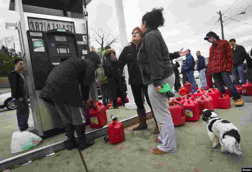 People wait to for gas at a Hess fueling station in Great Neck, New York November 1, 2012.