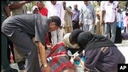 Rais Dk. Ali Mohamed Shein akiongoza zoezi la uokoaji Nungwe baada ya ajali ya meli Jumamosi asubuhi