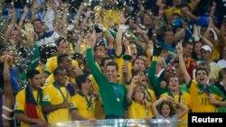 巴西隊以三比零擊敗西班牙奪得洲際盃足球冠軍,連續第三屆贏得這項錦標。