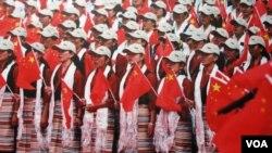 "Warga Tibet di Lhasa melakukan perayaan peringatan 60 Tahun ""pembebasan damai"" atas Tibet."