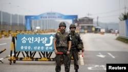 Južnokorejski vojnici u blizini demilitarizovane zone koja razdvaja dve Koreje, 21. avgusta 2015.