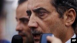 Đại sứ Jordan tại Libya Fawaz al-Etan nói chuyện với các nhà báo khi ông đến phi trường quân sự Marka ở Amman, Jordan, 13/5/14