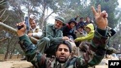 Protivnici Moamara Gadafija u libijskom gradu Šahat proslavljaju preuzimanje kontrole nad gradom