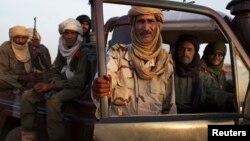 Soldados tuareg en patrulla en Gao, Mali. Combaten a Ansar al-Dine, la organización que ha sido designada grupo terrorista.
