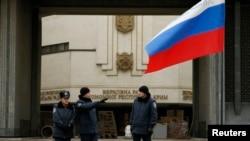 2月28日烏克蘭克里米亞的政府大樓,有人還在那裡升起了俄羅斯國旗。
