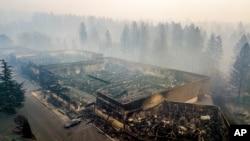 Las autoridades informaron el jueves 15 de noviembre de 2018 que al menos 66 personas murieron durante devastador incendio en California.