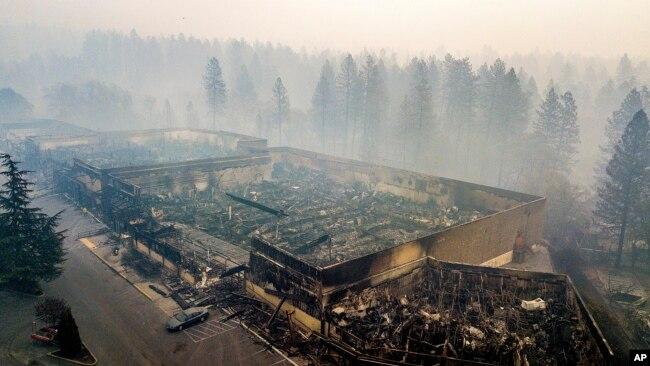 Yangınla birlikte çöken duman nefes almayı zorlaştırıyor