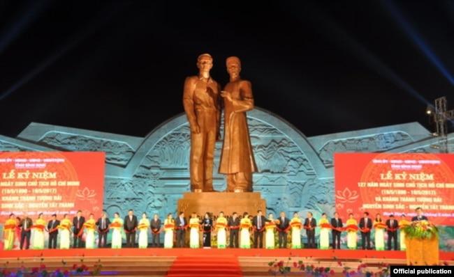 Nhiều dự án xây tượng đài, khu tưởng niệm các cố lãnh đạo Việt Nam bị phản đối vì người dân cần trường học, bệnh viện, thư viện hơn