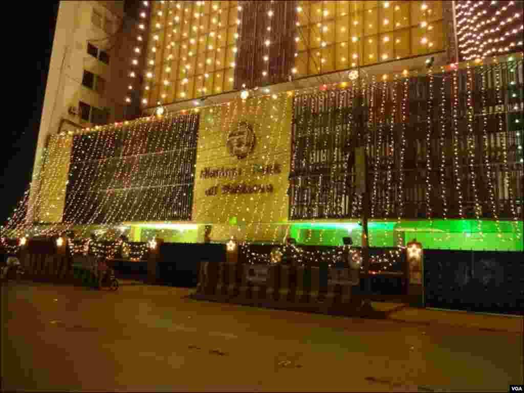 نیشنل بینک آف پاکستان کی عمارت کی سجاوٹ کا منظر۔