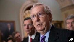 El líder de la mayoría republicana en el Senado, Mitch McConnell, eleogió la nominación del juez Brett Kavanaugh para la Corte Suprema.