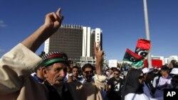 利比亚人9月21日在班加西举行反对伊斯兰教法虔诚者的抗议示威