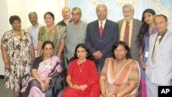 ইকবাল বাহার চৌধুরীর অবসর গ্রহণ উপলক্ষে আয়োজিত অনুষ্ঠানে তার সাথে বাংলা বিভাগের সদস্যরা