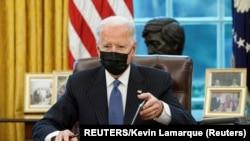USA, Washington, U.S. President Joe Biden signs an exectutive order repealing foremer President Trump's ban