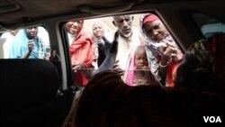 As Hajia Hawa drives around Maiduguri, IDPs come to her to ask for money and free food vouchers, Maiduguri, Nigeria, Sept. 2016. (Photo: C. Oduah)