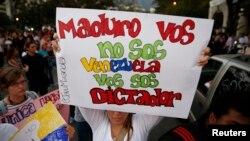 """La mitad de los encuestados calificó las protestas que sacuden al país de """"pacíficas lideradas por estudiantes""""."""