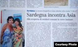 """Chị Jenny Hạnh chụp cùng một nhà báo tại buổi triển lãm cá nhân của chị ở Olbia có tên là """"So far so close,"""" trưng bày ảnh Châu Á và ảnh hòn đảo Sardinia, Ý"""