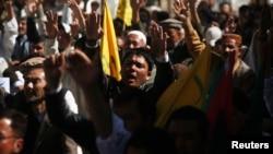 3月4日﹐在卡拉奇的遜尼派穆斯林高喊口號﹐反對炸彈襲擊事件。