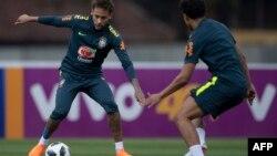 Tuyển thủ Brazil tập luyện cho World Cup ở Nga.