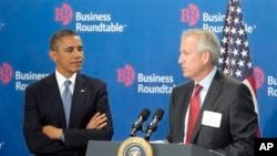 Tổng thống Obama và Giám đốc điều hành Boeing W. James McNerney, Jr trong cuộc gặp tại Washington, ngày 18/9/2013.