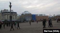 波兰首都华沙市中心。(美国之音白桦摄)