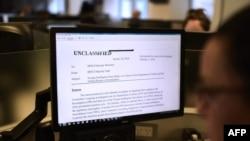 2018年2月2日,华盛顿特区的记者电脑屏幕上显示,共和党的情报备忘录指控联邦调查局在调查俄罗斯干涉2016年选举时滥用权力。