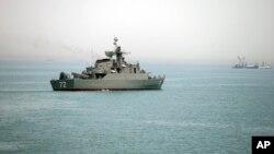 이란 반관영 '파르스' 통신이 지난 7일 공개한 사진. 호르무즈 해협에 이란 군함 '알보르즈' 호가 떠있다. (자료사진)