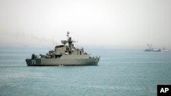 Tàu chiến Iran Alborz trong Eo biển Hormuz, ngày 7/4/2015.