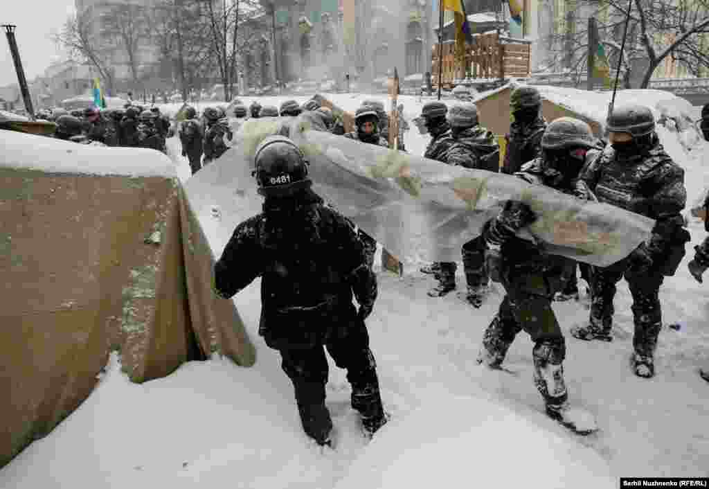 Riot police remove a tent camp set up last October by supporters of Mikheil Saakashvili, who are demanding President Petro Poroshenko resign, detaining over 100 people, in Kyiv, Ukraine, March 3, 2018.