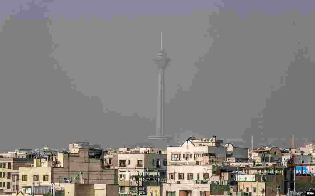 نمایی از آلودگی هوای تهران. عکس: اکبر توکلی