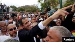委内瑞拉反对派领导人胡安瓜伊多被许多国家公认为该国的合法临时领导人