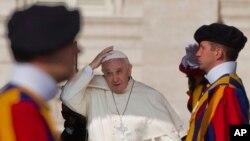 Đây sẽ là hôn lễ đầu tiên tại Vatican kể từ khi Đức Giáo Hoàng Gioan Phaolô II làm lễ cưới cho 8 cặp vào năm 2000.