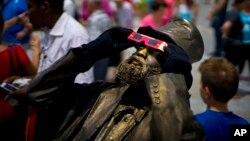 Cuba suaviza reglas establecidas para los artistas en el polémico decreto 349, cuya próxima entrada en vigor ocasionó quejas dentro del sector cultural de la isla.
