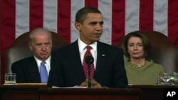 ປະທານາທິບໍດີ Barack Obama ຂະນະຖະແຫຼງ ຕໍ່ປະເທດຊາດ ເທື່ອທໍາອິດ ໃນສະໄໝທີ່ນຶ່ງຂອງທ່ານ ເມື່ອຕົ້ນປີ 2009.