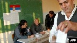 Kosovalı Sırplar Referandumda Oy Kullanıyor