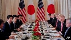 美国总统川普与日本首相安倍18号在马阿拉歌庄园共进工作午餐
