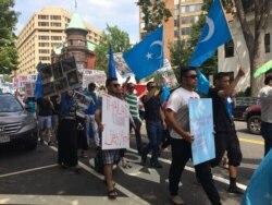 Uyg'urlar Vashingtonda Xitoy va Tailand siyosatiga qarshi namoyish qildi