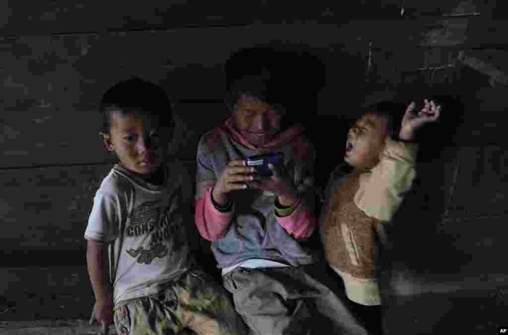 Hindistan - Şanqşak kəndinin uşaqları