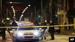 Les agents de la police en pleine enquête après une fusillade à Philadelphie, 8 janvier 2016.
