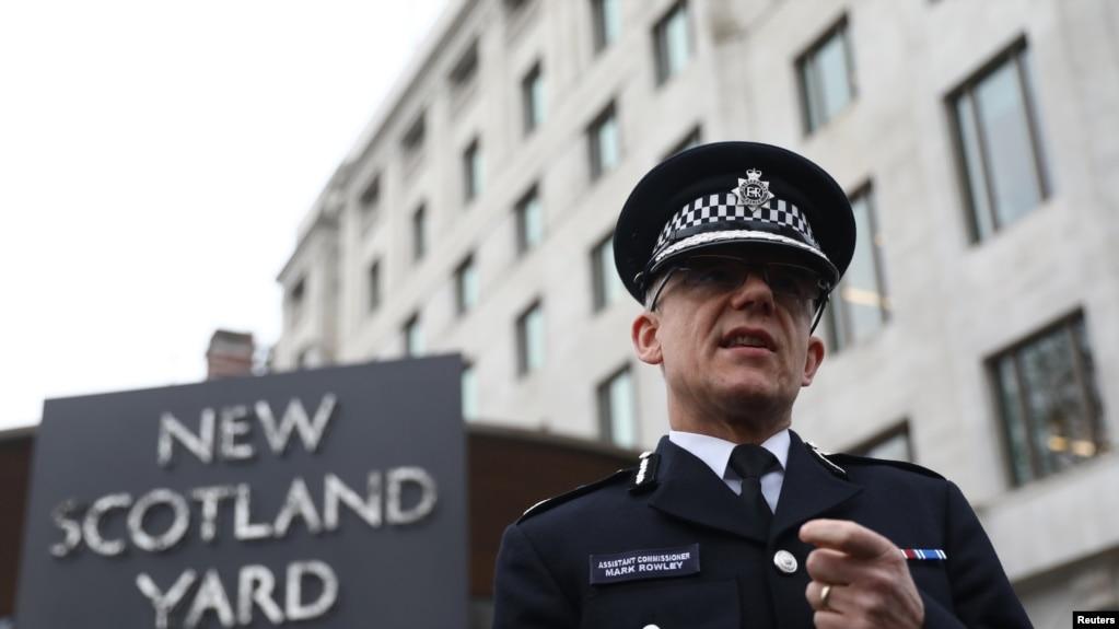 资料-2017年3月23日,英国伦敦警察局代理副局长罗利在新苏格兰场外面跟媒体对话。