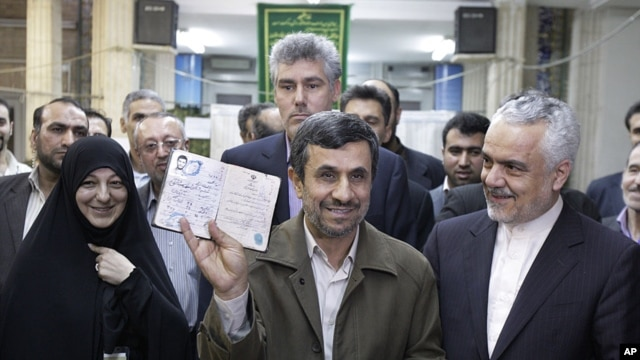 Iran's President Mahmoud Ahmadinejad (l) and Vice-President Mohammad Reza Rahimi, in Tehran. (File photo).