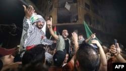 ជនជាតិប៉ាឡេស្ទីននៅតំបន់ Gaza អបអរបទឈប់បាញ់រវាងអ៊ីស្រាអែលនិងក្រុម Hamas កាលពីថ្ងៃទី២១ ខែឧសភា ឆ្នាំ២០២១។