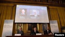 올해 노벨경제학상 수상자로 계약이론을 만든 영국인 올리버 하트 미 하버드대 교수와 핀란드인 벵트 홀름스트룀 미 매사추세츠공과대학 교수가 선정됐다고, 스웨덴 왕립과학원 노벨위원회가 10일 발표했다.
