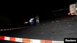 一名摄影师在拍摄案德国列车砍人的案发现场(2016年7月19日)