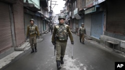 Indian paramilitary soldiers patrol during a curfew in Srinagar, India, February 15, 2013.