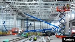 美國電動汽車特斯拉在中國上海的一個工廠廠房正在建造中。 (2019年6月9日)