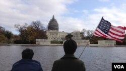 Tourists near the U.S. Capitol building in Washington D.C., Nov. 18, 2015. (J. Taboh/VOA)