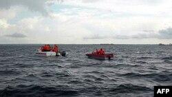 Tàu cứu hộ tại nơi xảy ra sự cố ở sông Volga tại Tatarstan, Nga, 10/7/2011